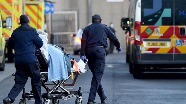 İngiltere'de son 24 saatte 323 can kaybı