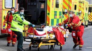 İngiltere'de son 24 saatte 592 ölüm