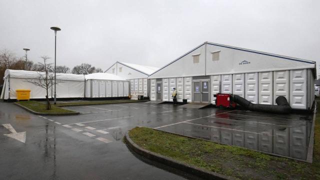 İngiltere'de eski uçak hangarı morga dönüştürülüyor