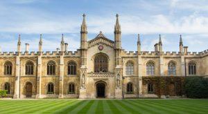 Cambridge Üniversitesi'nin araştırmasına göre, koronavirüs taşıyan birinin konuşması, öksürmesi kadar riskli olabilir