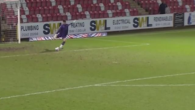 Newport County kalecisi attığı gol, Guinness Rekorlar Kitabı'na girdi