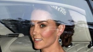 Taçları takıyor ama asla gerçek kraliçe olamayacak