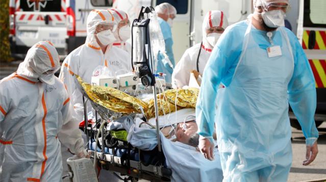 İngiltere'de son 24 saatte 563 kişi koronavirüs nedeniyle hayatını kaybetti