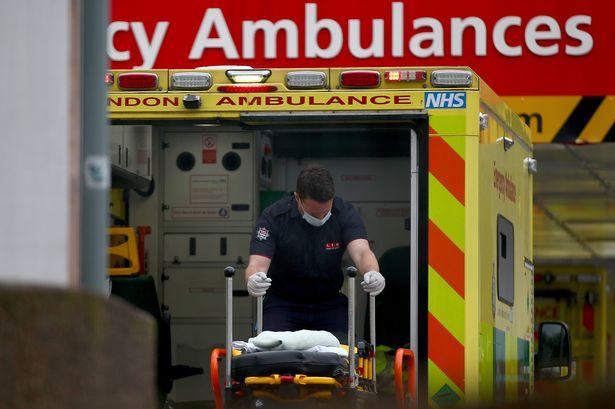 Londra Ambulans sağlık görevlilerine vücut kameraları takılacak