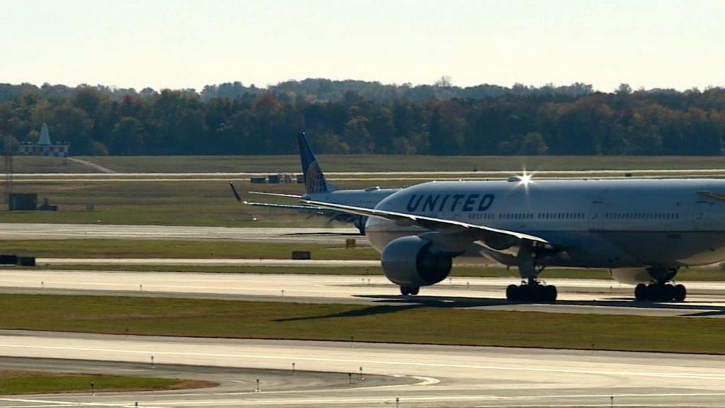 Taksi halindeki uçakta 'yanlışlıkla' biber gazı sıktı