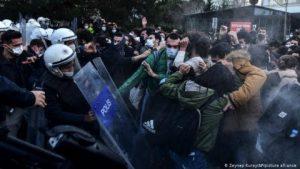 Boğaziçi protestoları dış basında: 'Türkiye'de yüzlerce öğrenci gözaltına alındı, polis şiddete başvurmakla suçlanıyor'