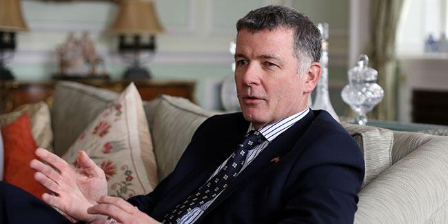 İngiliz MI6 başkanı, yaptığı LGBT+ ayrımcılığı nedeniyle özür diledi