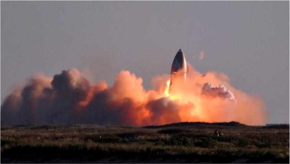 SpaceX'in Starship roketi iniş sırasında patladı