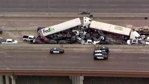 ABD'de inanılmaz zincirleme trafik kazası