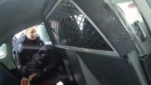9 yaşındaki kıza biber gazı sıkan polisler açığa alındı