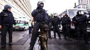 Alman polisi Türk aileyi hastanelik etti