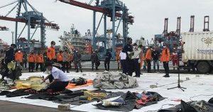 Endonezya'da düşen yolcu uçağına ait parçalar ABD ve İngiltere'de incelenecek