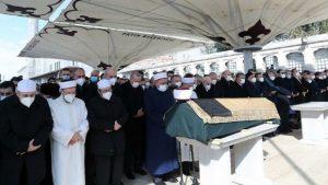 Yüzlerce kişinin katıldığı cenaze töreni İngiliz basınının gündeminde