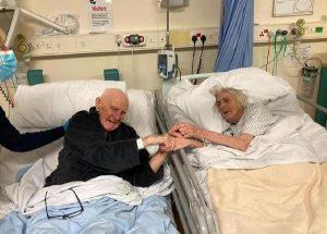 İngiltere'de 70 yıllık evli çift, aynı hastanede koronavirüsten yaşamını yitirdi