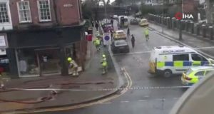 İngiltere'de polise molotof kokteyli saldırı