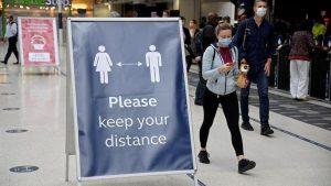 Seyahat yasağı konulan ülkelerden gelenlere İngiltere'den para cezası