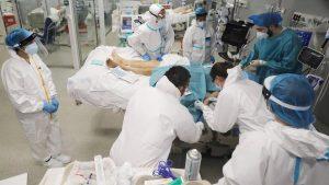 İngiltere: Koronavirüsüyle mücadele 10 yıl sürecek