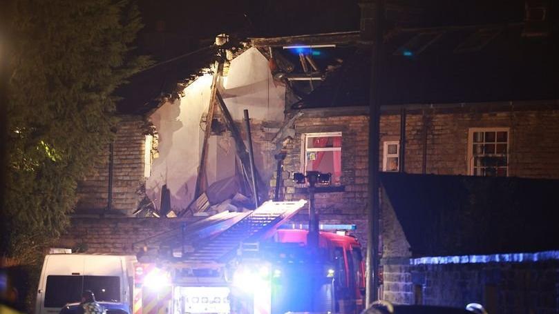 İngiltere'de patlama: Ev yıkıldı, ölü ve yaralılar var