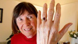 30 yıldır kayıp olan nişan yüzüğüne kavuştu