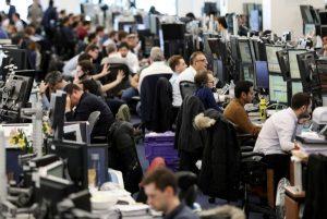 İngiltere koronavirüs önlemlerinde eski düzene dönüyor