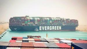 Süveyş Kanalı'ndaki konteyner gemi günlerdir çıkarılamıyor