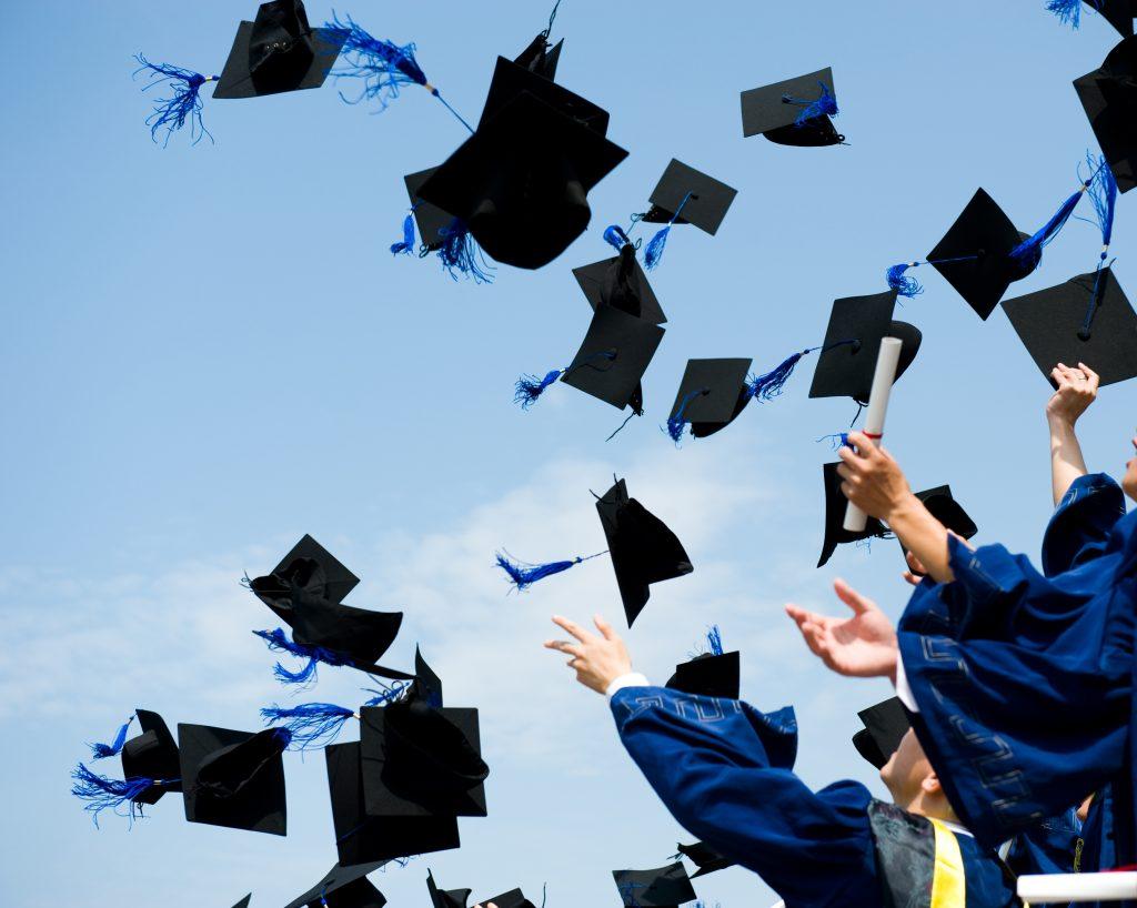 İngiltere'de mezun olan yabancı öğrenciler çalışmak için 2 yıl daha kalabilecek