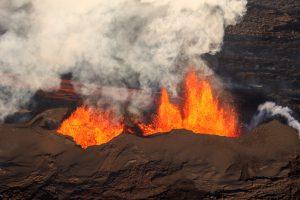 900 yıldır uykuda olan volkanik sistem lav püskürttü