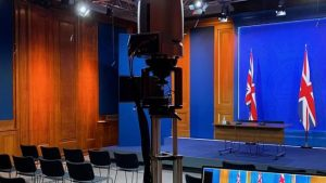 Boris Johnson'ın 2,6 milyon poundluk basın salonunu eleştiriliyor