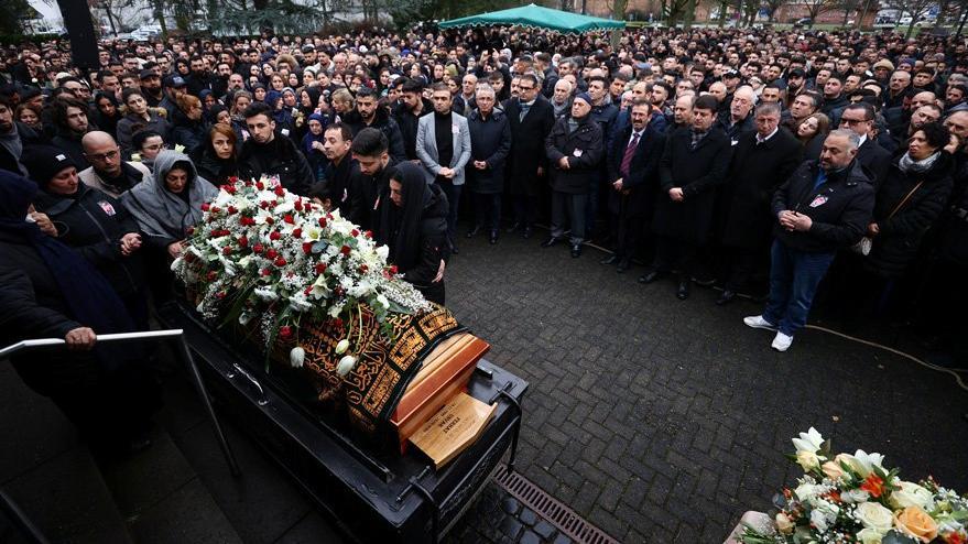Cenazeye katılan 100 kişiden 40'ının Kovid- 19 testi pozitif çıktı