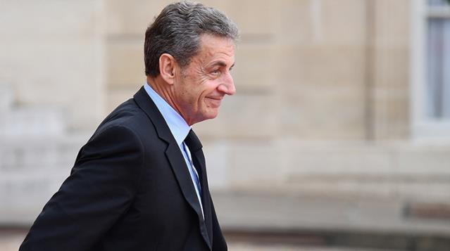 Eski Fransa'da Cumhurbaşkanı Sarkozy'e, 3 yıl hapis cezası verildi