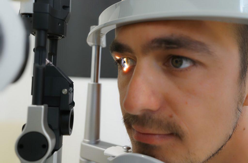 Kalp ve damar hastalıklarını göz muayenesi sırasında tespit etmek mümkün olabilir