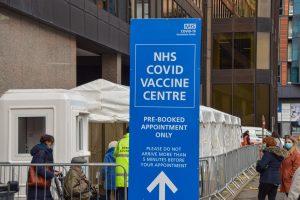 İngiltere'deki 38 ve 39 yaşlarındaki kişiler COVID aşısını yaptırabilir