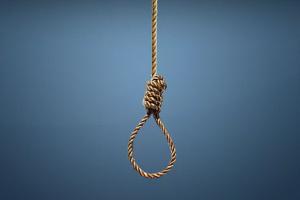 Şiddet gördüğü kocasını öldüren kadını, kızı idam etti