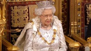 """İngiltere'de ırkçılık suçlamalarının ardından """"monarşinin kaldırılması"""" çağrıları yapılıyor"""