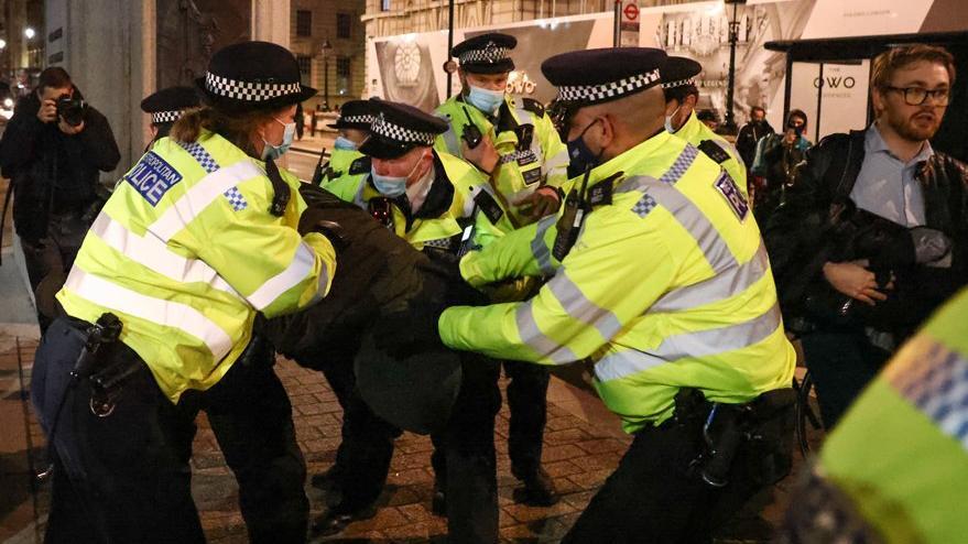 İngiltere'de Sarah Everard gösterileri devam ediyor