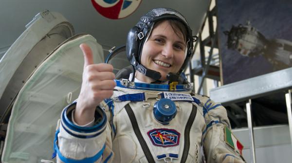 İtalya'nın ilk kadın astronotu 2022'de ikinci kez uzaya gidecek