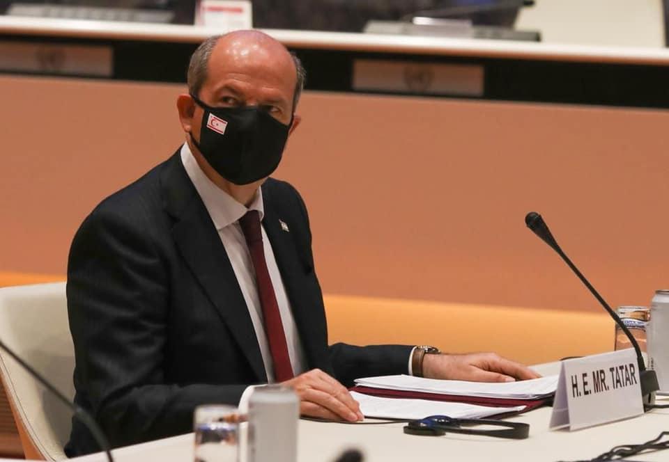 Tatar, toplantıya üzerinde KKTC bayrağı bulunan maske ile katıldı