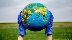 Dünya genelinde tedavisi süren Covid-19 hastası sayısı 23 milyonu aştı