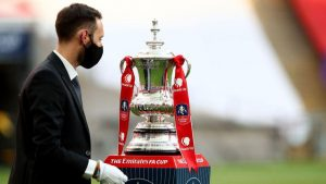 İngiltere Lig ve Federasyon Kupası finallerine sınırlı sayıda taraftar alınacak