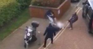 Londra'da güpegündüz kaçırılarak darp edildi