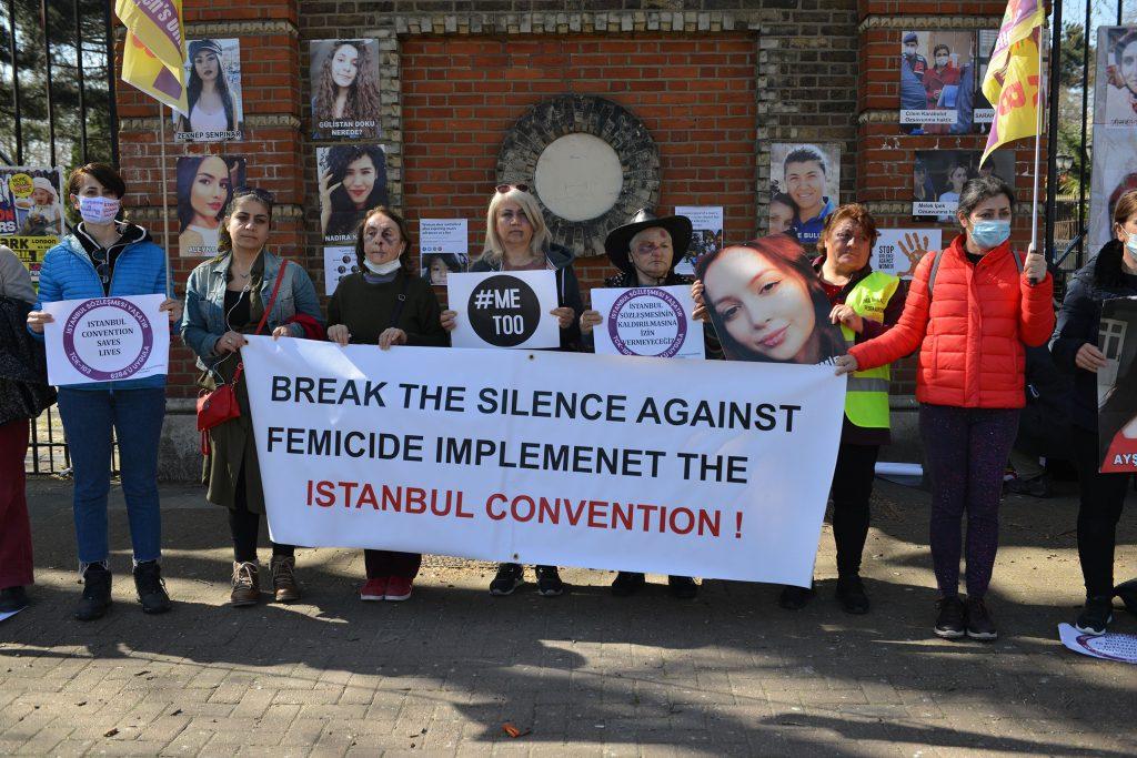 """Londra'da kadınlar """"İstanbul Sözleşmesi'nden vazgeçmiyoruz"""" dedi"""