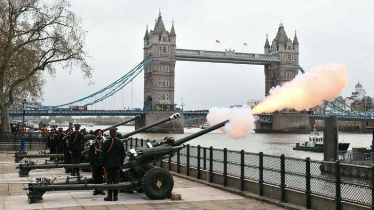 Prens Philip'i anmak için 41 pare top atışı yapıldı
