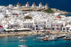 """Özgürlük Operasyonu"""": Ada sakinlerine aşı yapıp turizmi açıyorlar"""