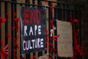 İngiltere'de okullardaki sistematik taciz ve cinsel istismara karşı kampanya