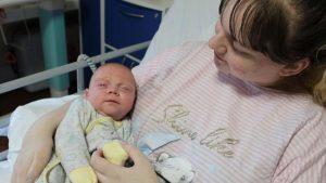 Bebeği doğana kadar corona tedavisi olamayan anne ve bebeği, 88 gün sonra taburcu edildi