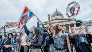 İngiltere'de hükümetin hazırladığı ırkçılık raporu tepkilere yol açtı