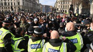 İngiltere'de 'protesto hakkını kısıtlamasına' karşı protesto gösterisi düzenlendi
