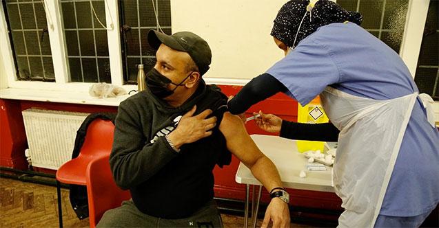 İngiltere'de iftar sonrası hizmet veren aşı merkezi kuruldu