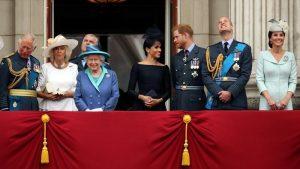 Kraliçe yalnız oturacak, prensler yan yana olmayacak