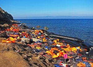 130 göçmenin ölmesini izlemişler
